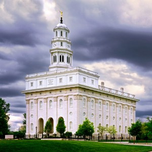 nauvoo-illinois-temple-stormy-skies