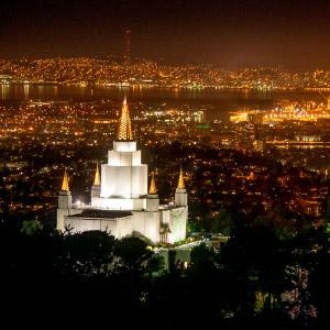 oakland-temple-bay-at-night