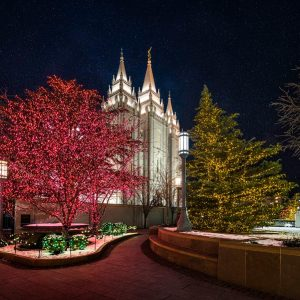 salt-lake-temple-christmas-pathway
