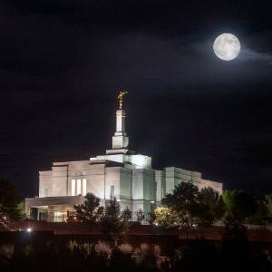 snowflake-temple-full-moon-northeast